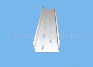 托盘线槽桥架和管道平行敷设事项